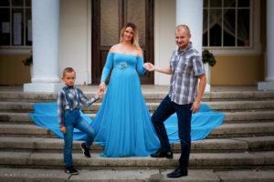 Fotografia rodzinna w plenerze. Sesja ciążowa