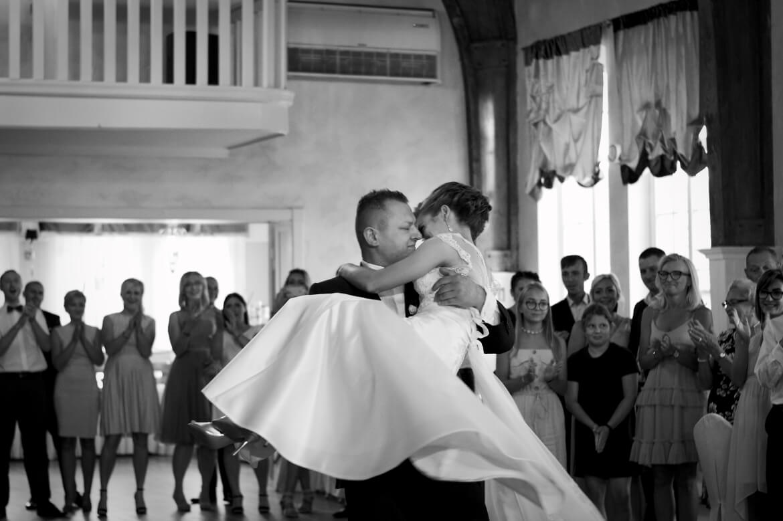 Fotografia ślubna. Pierwszy taniec Młodej Pary.