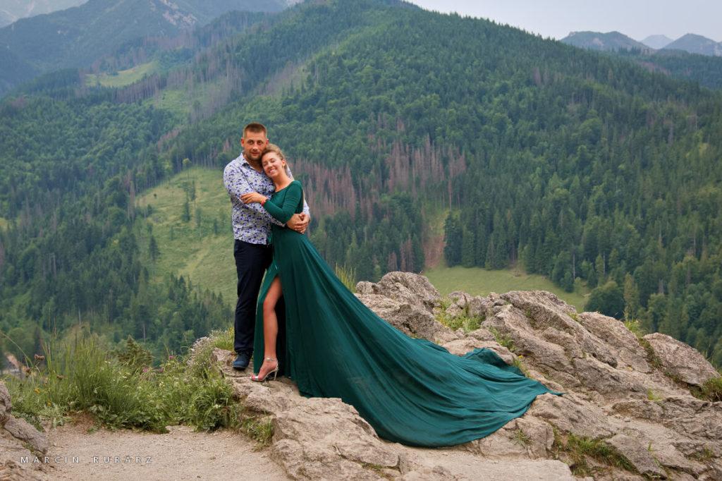 Sesja narzeczeńska w Tatrach. Zielona zwiewna suknia