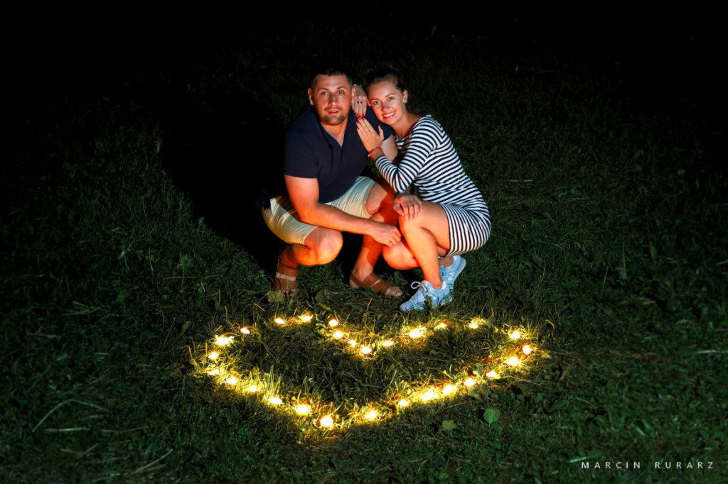Sesja narzeczeńska w Zakopanem.  Serce ze świec.