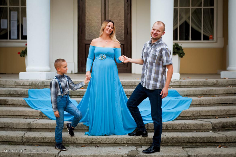 Sesja ciążowa w błękitnej sukni. Sesja rodzinna
