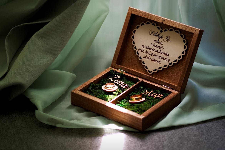 Ślub i wesele w Wąsowie. Obrączki