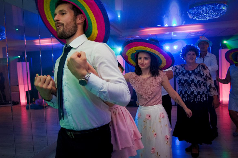 Zdjęcia ślubne. Zabawy weselne